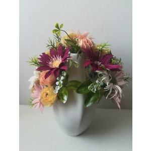 Flori colorate in vaza ceramica
