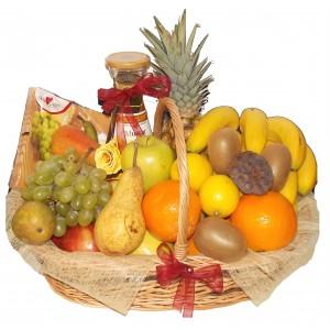 Cos cu mix de fructe si vin alb
